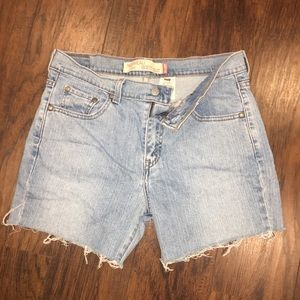 VINTAGE Levi Cut Off Shorts